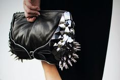 ||>> Spiked Clutch