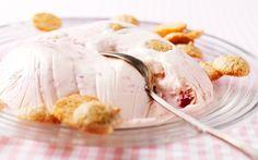 Kesäinen raparperijäädyke on juhlava herkku myös arkeen. Rhubarb Recipes, Sweet Tooth, Ice Cream, Yummy Food, Sweets, Desserts, Foods, Inspiration, No Churn Ice Cream