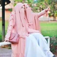 Niqab Fashion, Modern Hijab Fashion, Muslim Fashion, Arab Girls Hijab, Muslim Girls, Beautiful Muslim Women, Beautiful Hijab, Hijabi Girl, Girl Hijab
