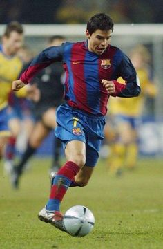 "Javier Pedro Saviola Fernández, nicknamed ""The Rabbit"" for his quickness. He played for 8 teams [2014 - Verona]. Most appearances were with Barca in 2001 to 2007. In La Liga, he appeared in 143 games scoring 49 goals. In 2006-2007 he starred in the Copa del Rey. •"
