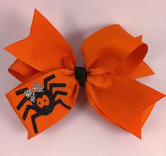 "baby hair accessories This hair bow listing is for 1 hair how you choose color. It measure at approx. "" and is attached to a half lined alligator clip! pattern on hair bow is a black spider and silver bow on spider, both is cut from glitter vinyl. Halloween Hair Clips, Halloween Vinyl, Halloween Bows, Halloween Projects, Halloween Decorations, Homemade Bows, Holiday Hair Bows, Baby Hair Accessories, Baby Hair Bows"