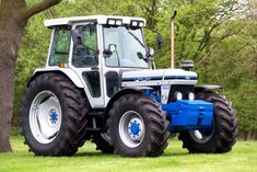 Vintage Tractors, Old Tractors, Vintage Farm, New Holland Tractor, Classic Tractor, Engin, Heavy Equipment, Farming, Agriculture
