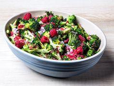 Dagens - Brokkolisalat med bringebær-vinaigrette - Godt.no - Finn noe godt å spise