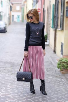 45188bbdf8 How to wear a pink pleated velour skirt