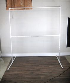 This DIY photography backdrop stand project costs 10 and takes 10 minutes and will step up your photography to the next level Photo Backdrop Stand, Pvc Backdrop, Picture Backdrops, Backdrop Frame, Photography Backdrop Stand, Photo Booth Frame, Diy Photo Booth, Outdoor Photography, Photography Props