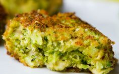 Vegan Cheesy Broccoli Fritters with hemp seeds Broccoli Patties, Broccoli Fritters, Quinoa Broccoli, Low Carb Recipes, Cooking Recipes, Healthy Recipes, Snack Recipes, Vegetable Recipes, Vegetarian Recipes