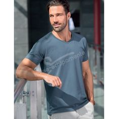 Tricou pentru barbati SLIM FIT V-NECK:   Tricou pentru barbati Slim Fit V-neck, cu gramaj ridicat, 180 g/m²; Compozitie material: Single Jersey, 100 % bumbac, finisaj cu silicon; Croiala moderna, avand cusaturi laterale;