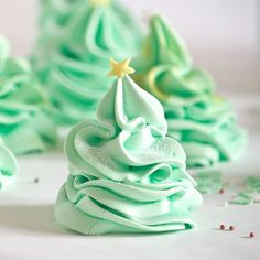 Christmas Tree meringues perfect for festive gifts. Crisp shells, chewy centres and gluten and dairy free.