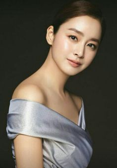Kim Tae Hee shows off her flawless skin for Cell Cure, a beauty product that uses exclusive ingredients that are effective in improving skin. She looks stunning, check it out! Flawless Beauty, Flawless Skin, Perfect Nose, Kim Tae Hee, Prettiest Actresses, Le Jolie, Asian Celebrities, Without Makeup, Korean Actresses