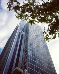 Say what you want but I've always liked this skyscraper #torino #turin #torinoelamiacitta #igerstorino #skyscraper #grattacielointesasanpaolo #grattacielo #design