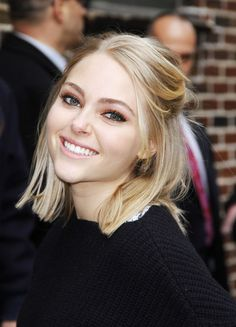 Get AnnaSophia Robb's super cute half-up hairstyle in 6 easy steps!