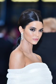 Kendall jenner style 491525746825305439 - Attends the Heavenly Bodies: . Kendall jenner style 491525746825305439 - Attends the Heavenly Bodies: Fashion Kendall Jenner Outfits, Kendall Jenner Make Up, Sleek Hairstyles, Wedding Hairstyles, Wedding Makeup, Wedding Updo, Red Carpet Makeup, Jenner Makeup, Wedding Videos