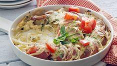 Sipulinen makkaragratiini on helppo tehdä. Spaghetti, Tasty, Meat, Chicken, Ethnic Recipes, Koti, Noodle, Cubs