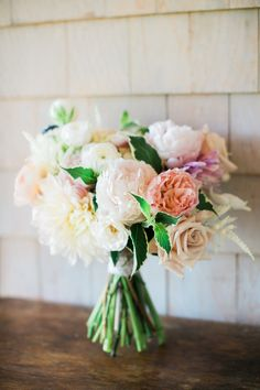 Beachy summer bouquet: http://www.stylemepretty.com/2016/04/29/the-quintessential-summer-wedding-youve-only-dreamed/ | Photography: Rebecca Arthurs - http://rebecca-arthurs.com/