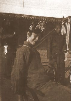 Empress Wanrong of China Last Emperor Of China, Dynasty Tv Series, Westerns, China People, Falling Kingdoms, Qing Dynasty, Chinese Culture, Vintage China, Vintage Photographs