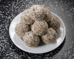"""These vegan, gluten-free macaroons are chewy and moist with a rich, chocolate flavor. Adapted from the Chicago Tribune """"Good Eating"""" section, March Chocolate Macaroons, Chocolate Pastry, Chocolate Flavors, Dog Food Recipes, Cookie Recipes, Vegan Recipes, Gluten Free Macaroons, French Vanilla, Perfect Breakfast"""