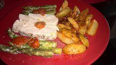 Recept na zdravou a chutnou večeři: http://lifeisatea.blogspot.com/2015/06/pecene-kruti-prsa-s-chrestem-rajcaty.html
