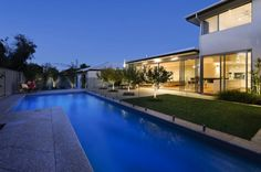 Located in Kensington, Australia, this contemporary single family residence featuring clean lines and a neutral colour palette was designed by Cambuild. Custom Built Homes, Custom Home Builders, Home Luxury, Luxury Homes, Home Interior Design, Interior Architecture, Architecture Board, Simple Interior, Indoor Outdoor