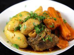 agneau, carotte, navet, oignon, pomme de terre, ail, double concentré de tomate, gros sel, Légumes, bouquet garni, farine, Huile d'olive...