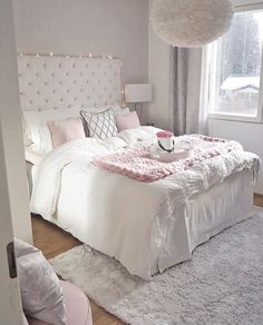 38 Cute and Girly Bedroom Decorating Tips for Teenagers cute bedroom ideas; Bedroom Decor For Teen Girls, Small Room Bedroom, Cozy Bedroom, Home Decor Bedroom, Master Bedroom, Teen Bedroom, Rooms For Teenage Girl, Bedroom Wardrobe, Bedroom 2018