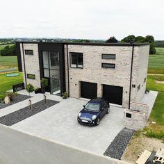 Et 190 m2 2 plans funkishus med tilhørende 60 m2 garage. Vejle, Beautiful Homes, Garage Doors, Outdoors, House Design, How To Plan, Outdoor Decor, Inspiration, Home Decor