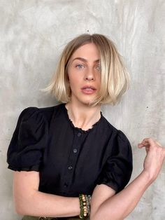 Julianne Hough Chops Bob Into New Shorter Haircut Informations About Julianne Hough Just Chopped 90s Haircuts, Choppy Bob Hairstyles, Casual Hairstyles, Chin Length Hairstyles, Fringe Hairstyles, Pixie Haircuts, Quick Hairstyles, African Hairstyles, Latest Hairstyles
