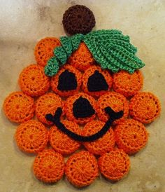 Note: at this time, pattern no longer available Holiday Crochet, Halloween Crochet, Easter Crochet, Potholder Patterns, Crochet Potholders, Crochet Patterns, Pop Bottle Crafts, Bottle Cap Projects, Crochet Wreath