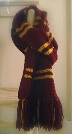 Gryffindor Scarf - I used the pattern available here: diyfashion.about....