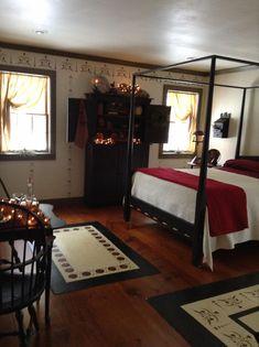 country primitive #Countryprimitive Primitive Country Bedrooms, Primitive Homes, Farmhouse Bedrooms, Country Primitive, Primitive Decor, Primitive Antiques, Primitive Christmas, Colonial Bedroom, Colonial Furniture