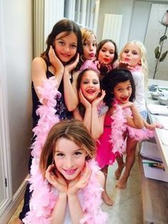 Kids makeover pamper party with #makeup #catwalk and #fashion ista fun for girls in London. #grumpybutgorgeous #partyideas