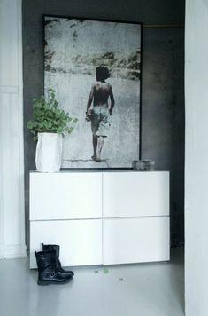 meuble blanc bois design idée plante déco tableau photo idée tiroirs meuble de rangements