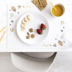 Sweety mantel / ¡El desayuno está listo!  Sweety es un bonito mantel individual de formato rectangular, con dibujos de frutas, perfecto para la hora de comer de tus peques. Además, tiene un tacto súper suave y es de fácil limpieza. Con este mantel... ¡le encantará poner la mesa!  ***Producto fabricado en España*** Panna Cotta, Plates, Tableware, Ethnic Recipes, Food, House, Blue Dishes, Elephant Drawings, Small Space Furniture