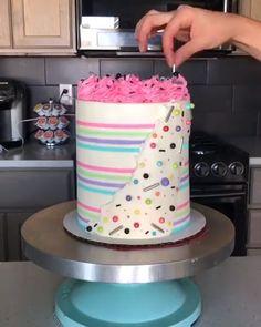 Newest Pics practical cake Popular - yummy cake recipes Cake Decorating Piping, Cake Decorating Videos, Cake Decorating Techniques, Cookie Decorating, Food Cakes, Cupcake Cakes, Fondant Cakes, Striped Cake, Crazy Cakes