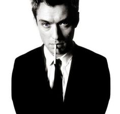Jude Law (born as David Jude Heyworth - English actor, film producer and director. Photo by David Bailey Jude Law, David Bailey Photography, Famous Photography, Beautiful Men, Beautiful People, Beautiful Pictures, Celebrity Gallery, The Villain, Looks Cool