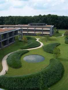 Ernsting's Family Campus, Coesfeld-Lette, Germany - designed by Jacques Wirtz Modern Landscaping, Landscaping Plants, Mailbox Landscaping, Small Gardens, Outdoor Gardens, Landscape Architecture Design, Landscape Architects, Classical Architecture, Ancient Architecture