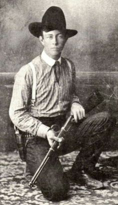 Lawman Frank Hamer when he was a old City Marshal in Navasota, Texas. He would gain fame years later as the Texas Ranger who got Bonnie and Clyde. LAW ENFORCEMENT TODAY www. Bonnie Parker, Bonnie Clyde, Old West Outlaws, Old West Photos, The Lone Ranger, American Frontier, Texas History, Le Far West, Mountain Man