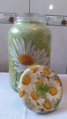 Pote de vidro com pintura, decoupage floral, tampa revestida de biscuit e…