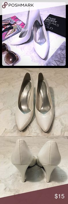 """FIONI White Retro Style Heels Classic white heels with almond point toe. 4"""" heel.  ▪REASONABLE OFFERS WELCOMED or BUNDLE FOR 15% OFF!▪️ FIONI Clothing Shoes Heels"""