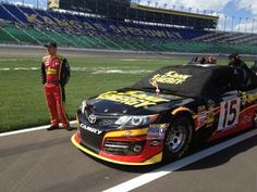 Clint Bowyer before qualifying  (NASCAR)