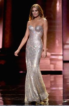 Miss Colombia Ariadna Gutierrez Arevalo, competes in the evening gown competition during the 2015 Miss Universe Pageant at The Axis at Planet Hollywood Resort & Casino on December 2015 in. Get premium, high resolution news photos at Getty Images Miss Universe Gowns, Miss Universe 2015, Miss Colombia, Strapless Dress Formal, Formal Dresses, Glamour, Beauty Pageant, Pageant Dresses, Lovely Dresses