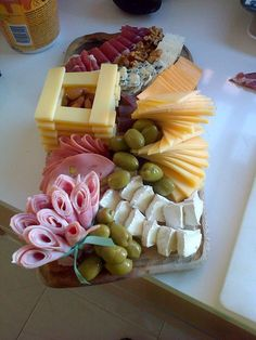 Super Ideas For Cheese Platter Appetizers Snacks Party Snacks, Appetizers For Party, Appetizer Recipes, Charcuterie And Cheese Board, Food Garnishes, Party Platters, Cheese Party, Food Platters, Meat Cheese Platters