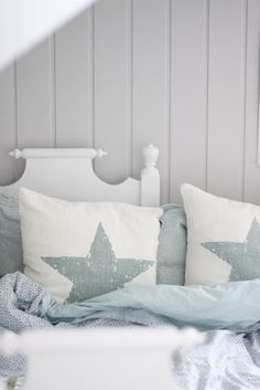 star pillows - simple way to draw color from other patterns is by painting or printing a simple graphic on fabric like this star (or could be circle, heart, clover, etc) Coastal Living, Coastal Decor, Bedroom Bed, Bedroom Ideas, Beautiful Bedrooms, Soft Furnishings, Decoration, Bed Pillows, Sweet Home
