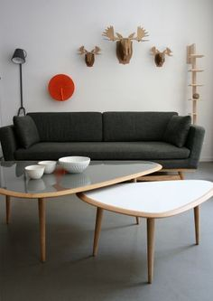 Triangulaire table triangulaire, danish living room, new living room, singl Home Living Room, Home Furniture, Scandinavian Design Coffee Table, New Living Room, Home Deco, Danish Living Room, Living Room Inspiration, Bunk Beds Built In, Coffee Table