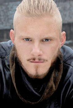 Bjorn son of Ragnar and Largetha. In history, he is not a son of Ragnar that was known. Vikings Season 4, Vikings Show, Vikings Time, Vikings Tv Series, Bad Boys, Viking Haircut, Viking People, Viking Baby, Eddard Stark