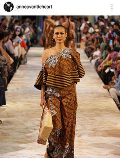 Off shoulder batik Blouse Batik, Batik Dress, Fashion 101, Runway Fashion, Fashion Outfits, Batik Muslim, Casual Cocktail Dress, Fashion Desinger, Batik Kebaya