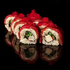 Christmas Sushi,  for more sushi pics follow me here: @makesushiorg #sushi #stunning Also check out these sushirecipes here: www.makesushi.org/how-to-make-beautiful-garnish-for-food-plates/