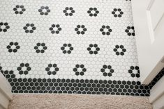 """DIY black and white 1"""" hexagon mosaic floor with flowers"""