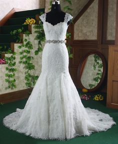Vintage Lace Wedding Dress Bridal Gown Cap Sleeves by lassdress, $269.00