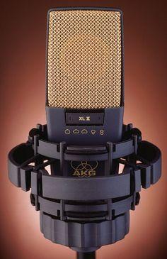 AKG C414 - www.remix-numerisation.fr - Rendez vos souvenirs durables ! - Sauvegarde - Transfert - Copie - Digitalisation - Restauration de bande magnétique Audio - MiniDisc - Cassette Audio et Cassette VHS - VHSC - SVHSC - Video8 - Hi8 - Digital8 - MiniDv - Laserdisc - Bobine fil d'acier