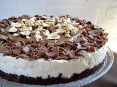 La cheesecake al caramello mou, una torta fresca e golosa, veloce da preparare e che non necessita di cottura in forno, il dolce perfetto per l'estate. Provatela mi saprete dire...